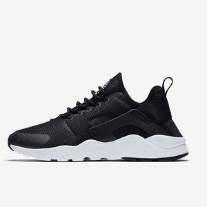 Nike Air Huaraches Brand New